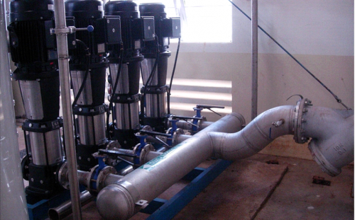 Hệ thống máy bơm nước nhập khẩu.