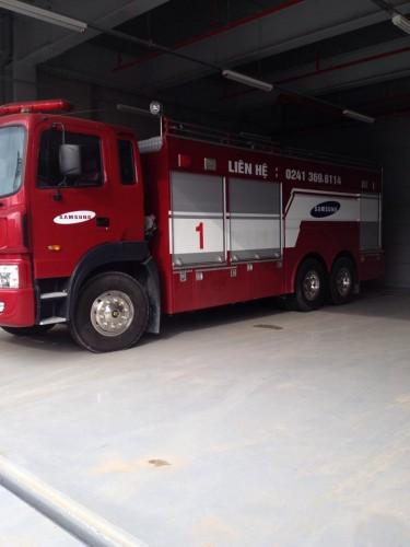 Xe chữa cháy nhập khẩu sẵn sàng chiến đấu tại công trường
