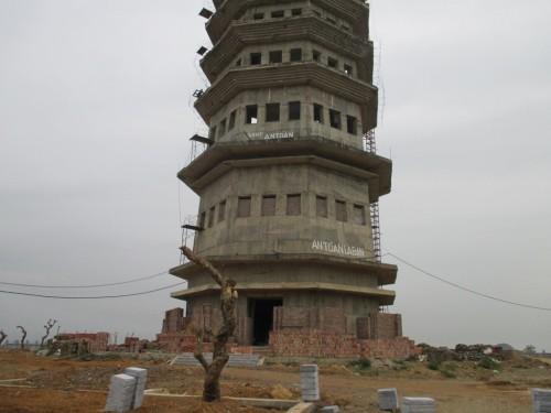Các tòa tháp trong khuân viên khu du lịch Bãi Đính sắp hoàn thiện
